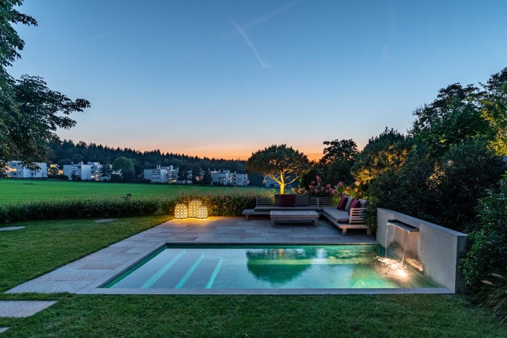 Berger Gartenbau - Gartendesign Pool mit Brunnen