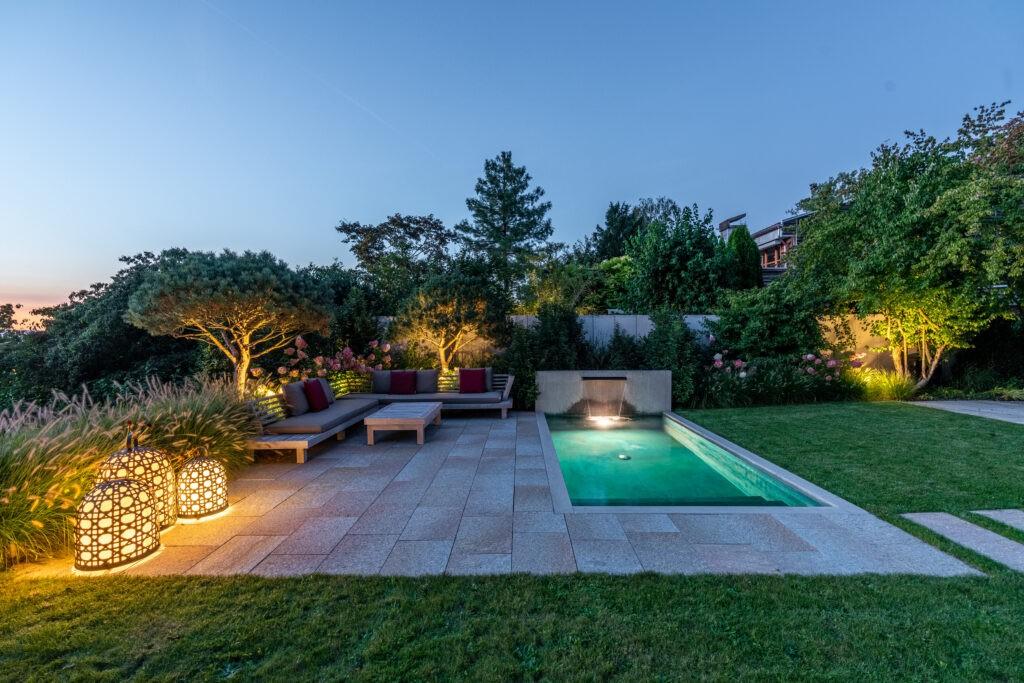 Berger Gartenbau - Gartendesign mit Pool und Beleuchtung