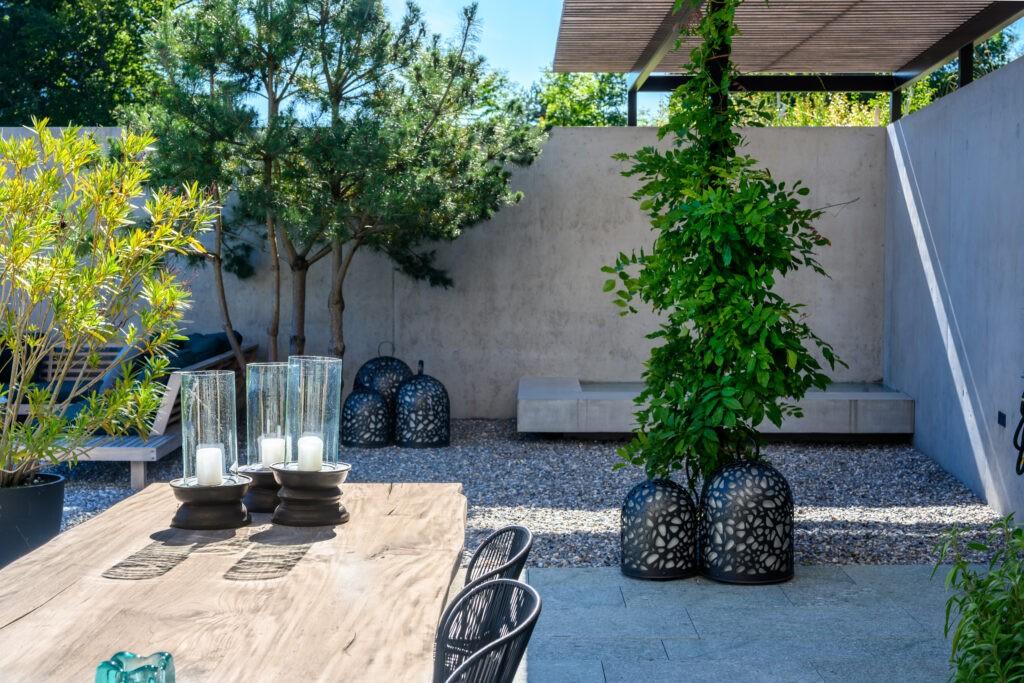 Berger Gartenbau - Terrasse im Sommer